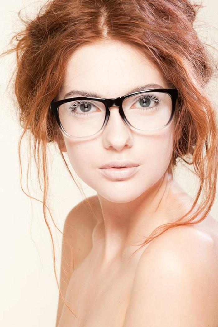 monture-de-lunette-de-vue-femme-en-noir-et-blanc-semi-transparente