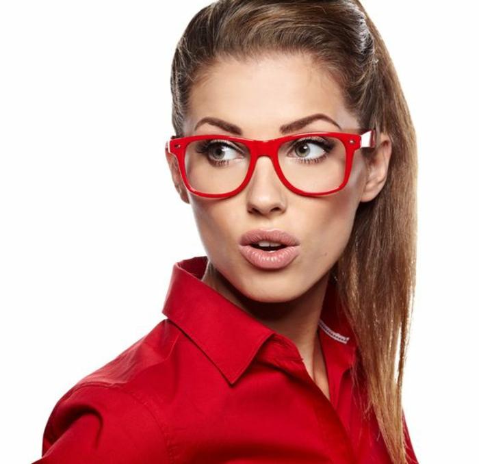 monture-de-lunette-de-vue-femme-en-rouge-vif-et-attractif