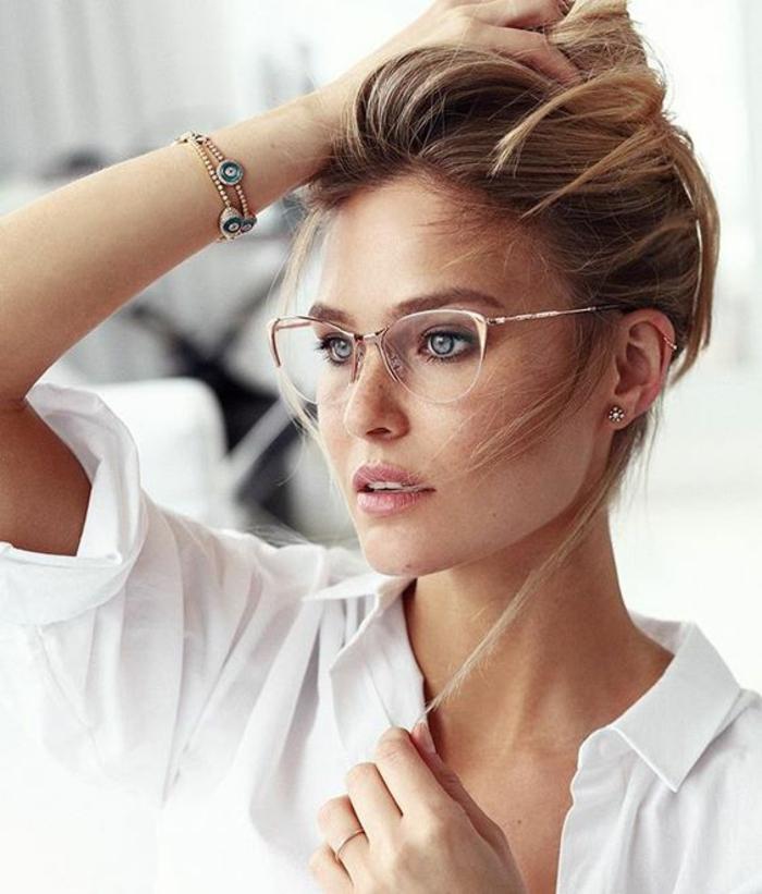 monture-de-lunette-de-vue-femme-qui-complète-le-look-élégant