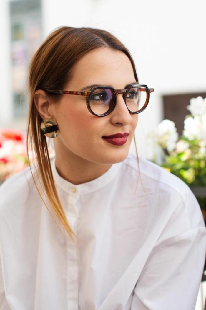 monture-lunette-de-vue-femme-aux-formes-légèrement-excentriques