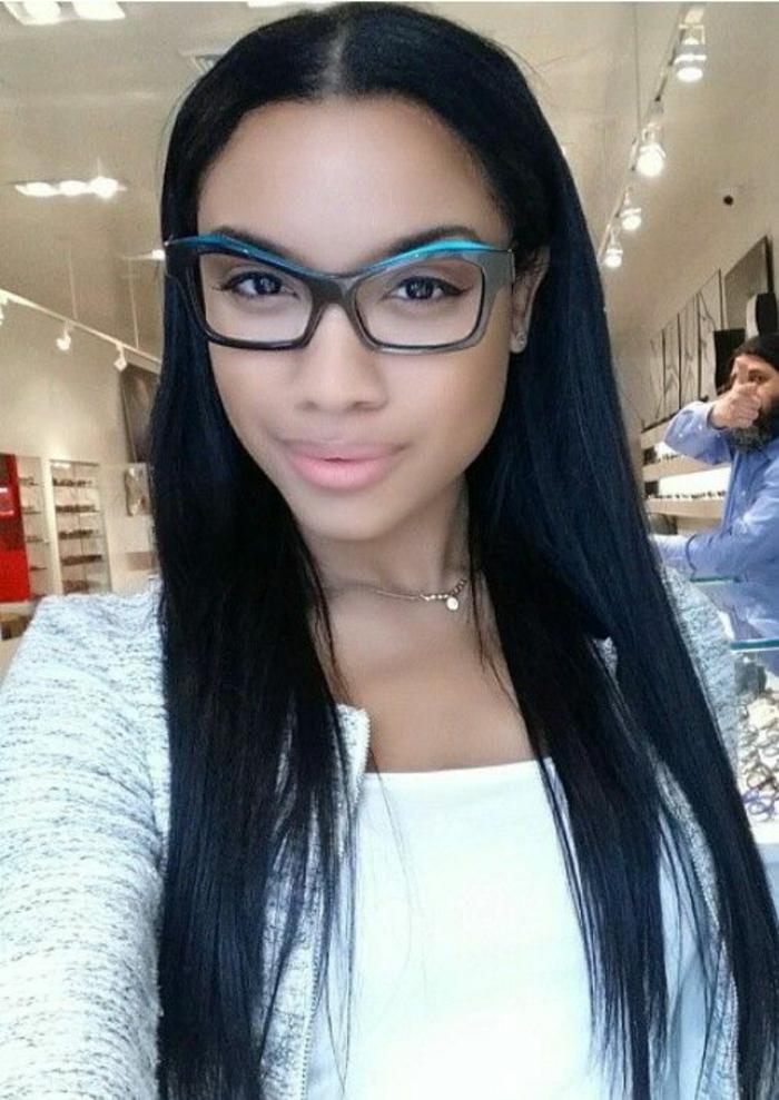 monture-lunettes-femme-formes-quasi-triangulaires-bleu-foncé