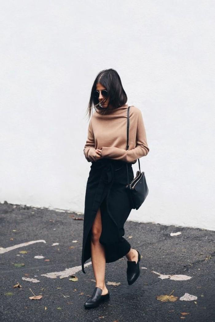 comment s'habiller selon sa morphologie, jupe longue fendue pour mettre en valeur ses jolies jambes