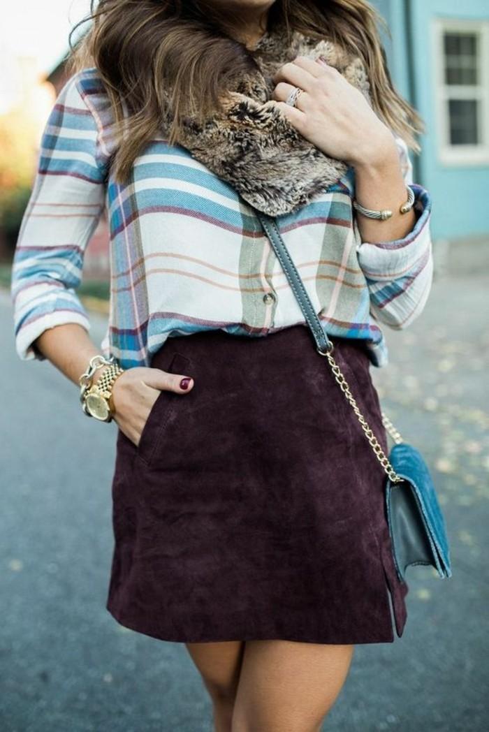 une jupe en daim couleur aubergine associée à une chemise à carreaux et col faux fourrure, morphologie en h comment s'habiller
