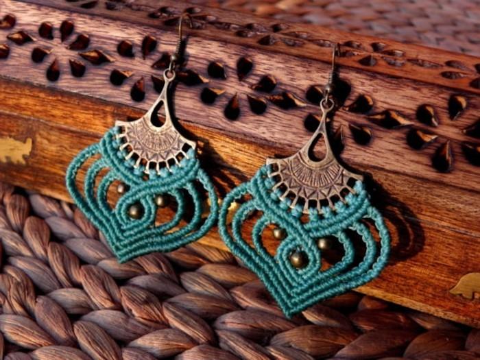 diy macramé, boucles d'oreilles turquoise, organiser bijoux en bois