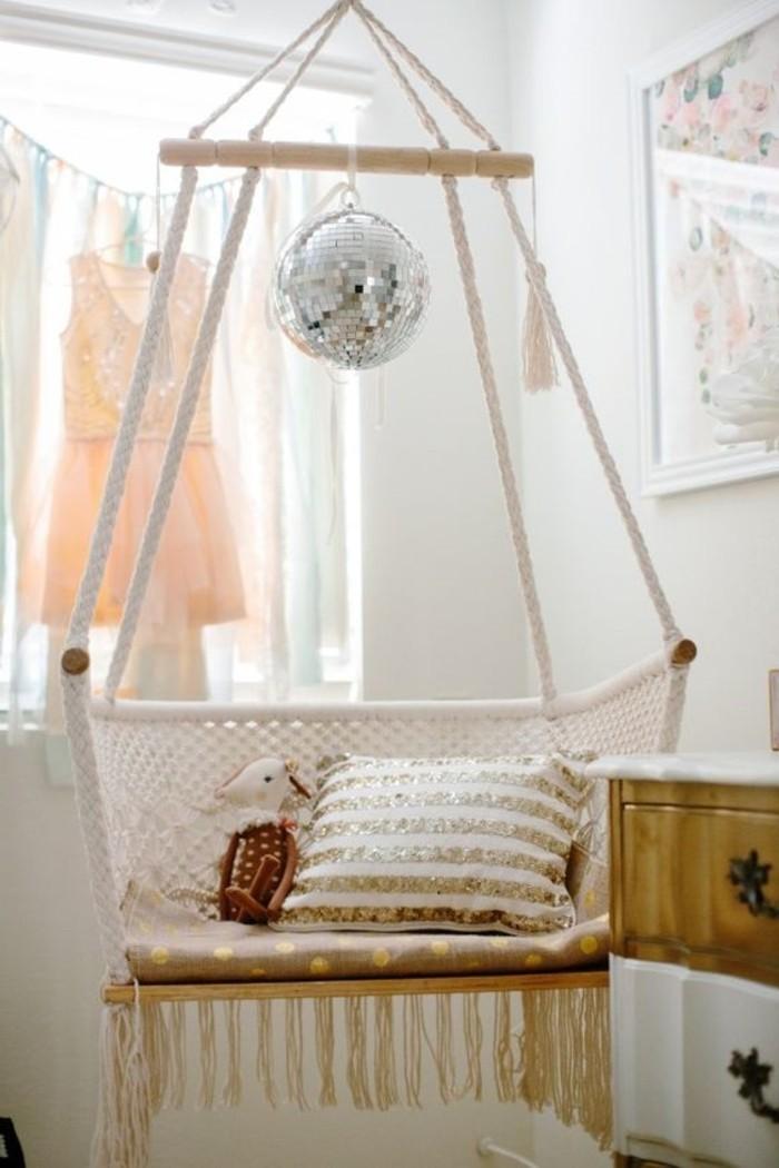 macramé technique, murs blancs, chaise suspendue macramé, noeud macramé