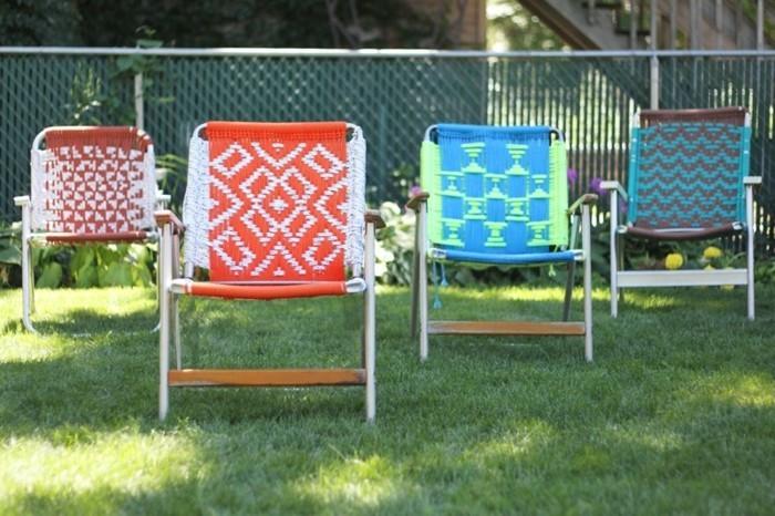 diy macramé, chaises de jardin en bois, décoration macramé multicolore, lumière du soleil