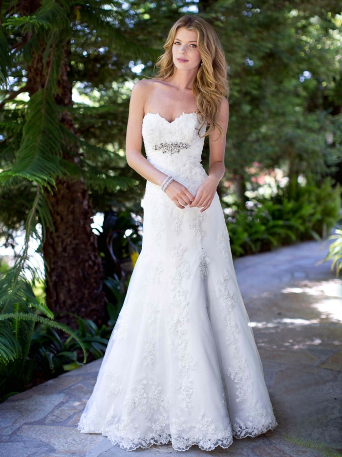 opter-pour-robe-bustier-longue-blanche-le-jour-j-robe-de-mariée-magnifique-bustier-robe-de-mariée