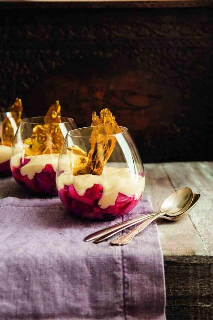 panna-cotta-facile-aux-gelé-de-fruits-rouges-verrine-sucrée