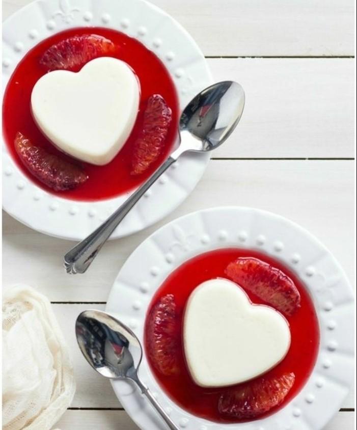 panna-cotta-recette-dessert-jolis-avec-crème-et-sirop