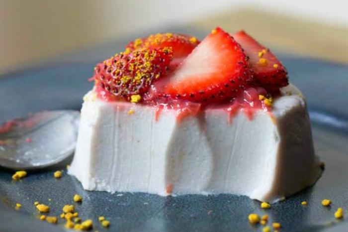 panna-cotta-recette-garniture-de-fraises-fraîches