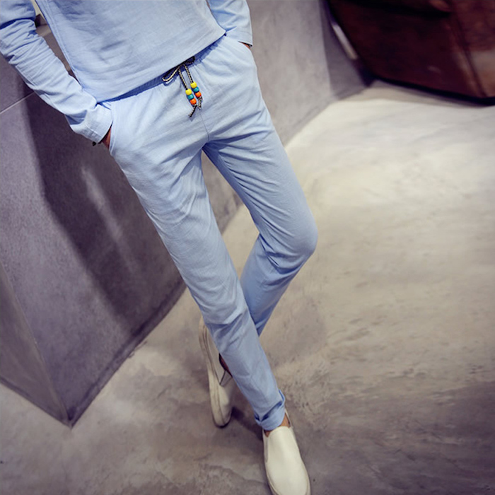 pantalon bleu clair lin homme slim assorti avec tee shirt