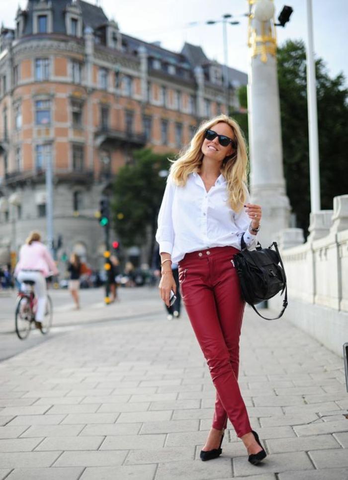 pantalon-cuir-rouge-chemise-blanche-escarpins-look-de-bureau