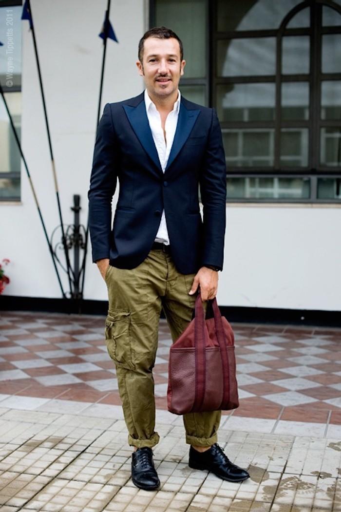 pantalon poche cargo vert coupe large chevilles retroussées élégant porter bureau casual smart