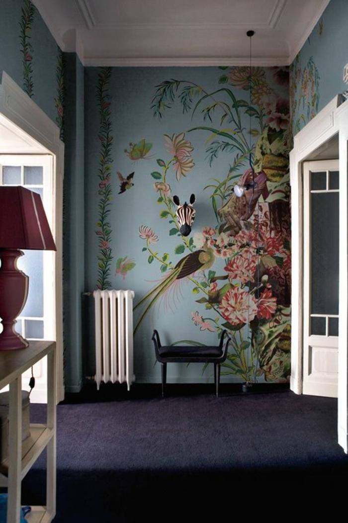 papier-peint-decoratif-motifs-exotiques-intérieur-bleu