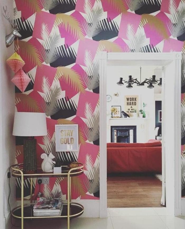 papier-peint-tropical-géométrique-déco-salon-moderne