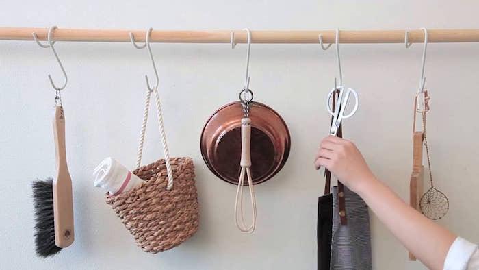 patere crochet cuisine barre en bois porte manteau