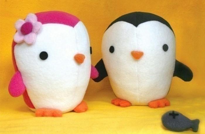 penguin-en-blanc-et-noir-et-penguin-male-et-penguin-rose-et-blanc-femelle-idée-doudou-fait-maison-animaux-peluche
