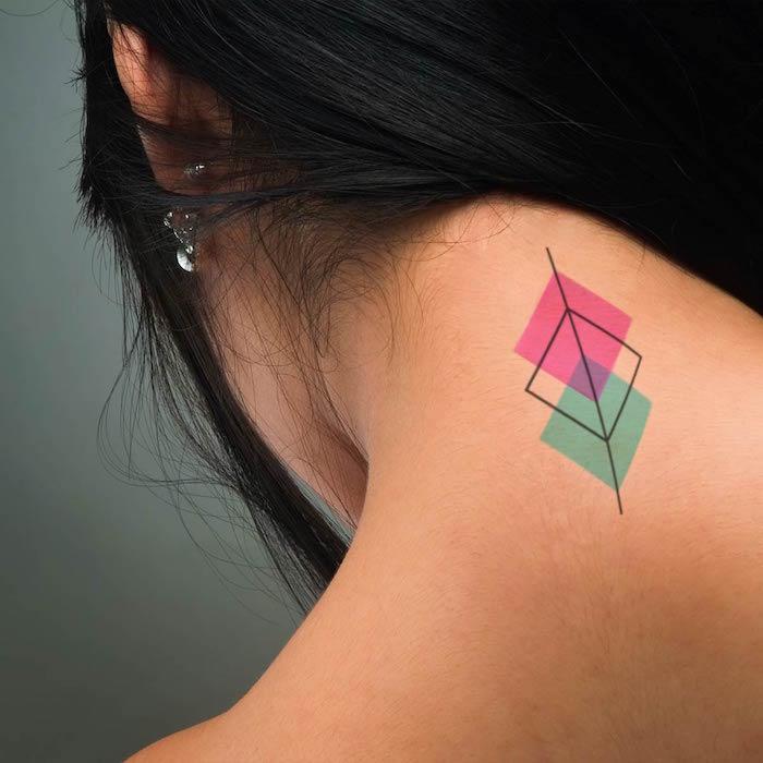 petit tatouage cou femme couleur temporaire rose bleu ephemere