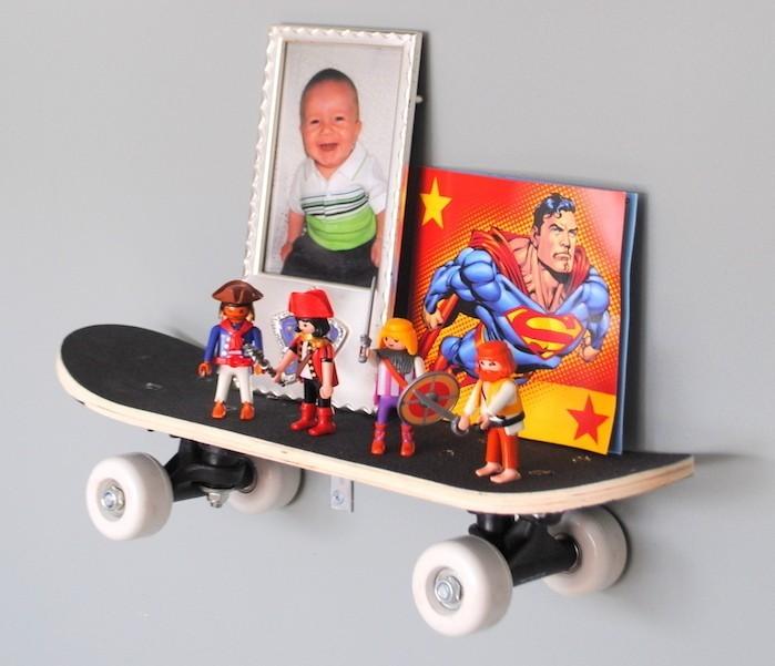 petites étagère chambre enfant skateboard planche à roulettes mini