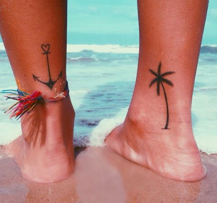 tatouage voyage idee tattoo vacances ancre palmier cheville