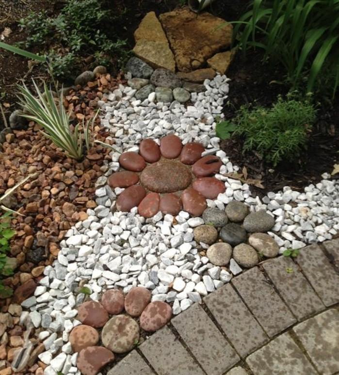 pierres-rangées-en-forme-de-fleurs-galets-et-arbustes-rocaille-jardin-a-faire-soi-meme