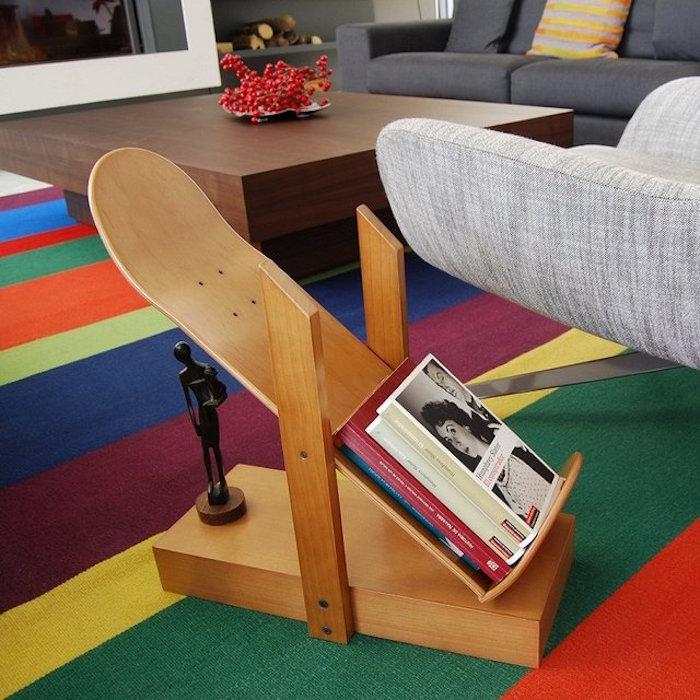 planche skate bois brut meuble deco diy étagère livre skateboard