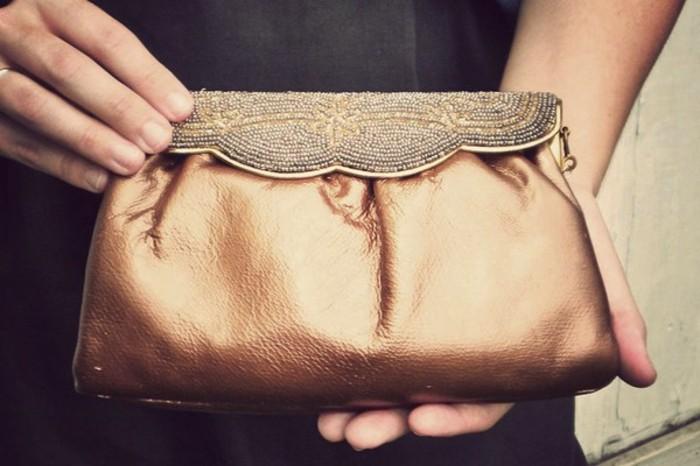 pochette-de-soirée-à-faire-soi-meme-idée-diy-accessoire-femme-à-combiner-avec-une-tenue-formel-femme