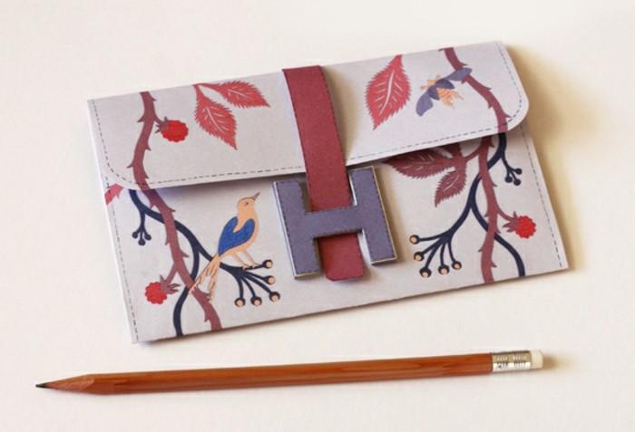 pochette-de-soirée-diy-à-motifs-japonais-oiseau-et-motifs-floraux-idée-comment-faire-une-pochette-femme-personnalisée-fermeture-intéressante