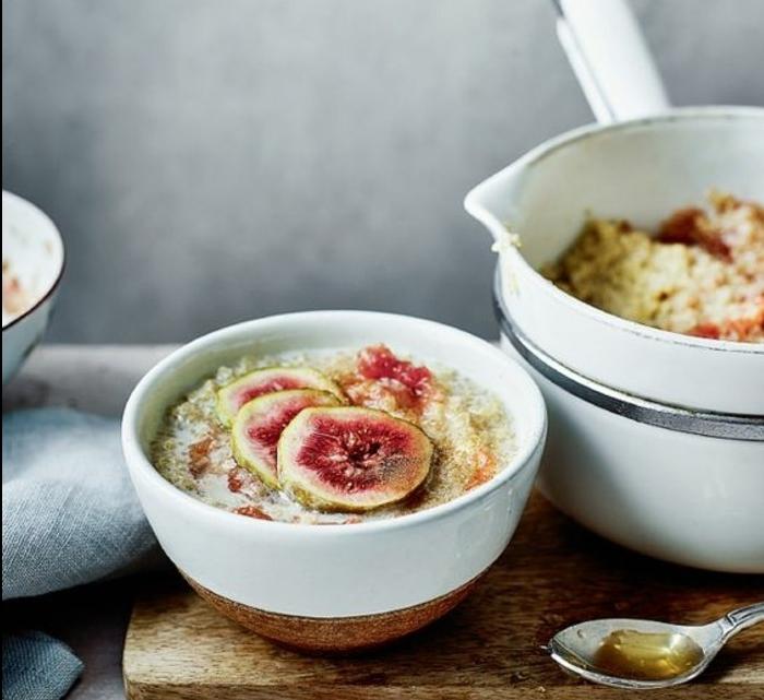 exemple de porridge sans gluten, quinoa, topping de figues, sirop, recette flacon d'avoine petit déjeuner