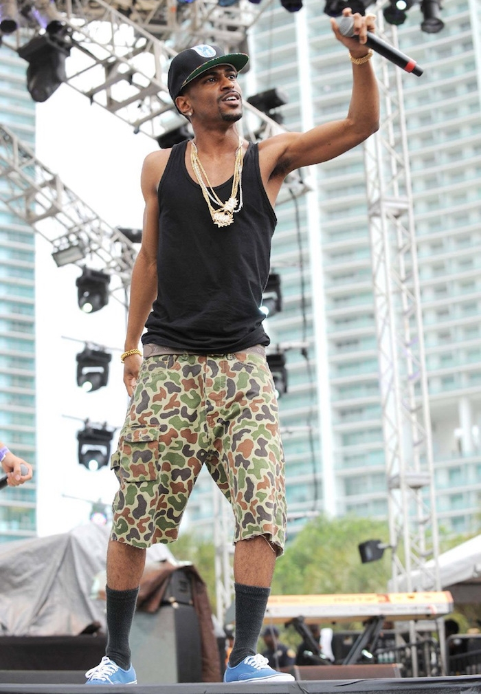photo big sean short cargo camo vans navy et chaussttes noires hautes