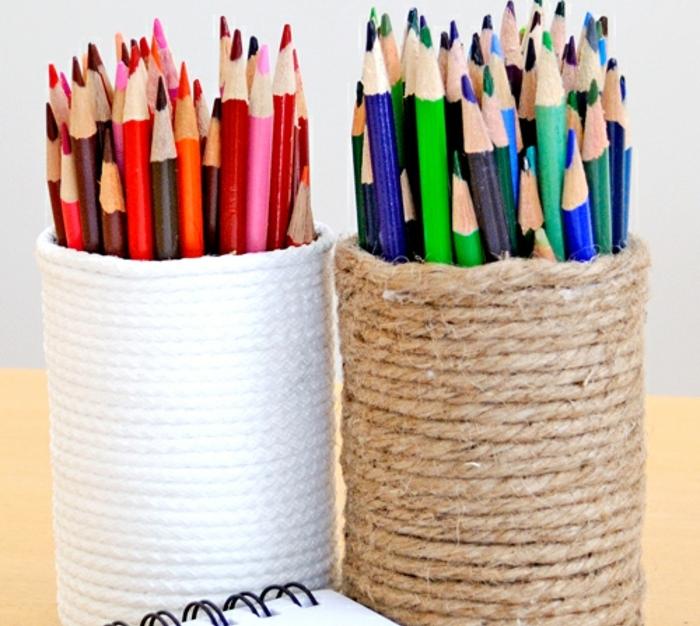 pot-a-crayon-de-corde-enroulée-blanche-et-marron-idée-comment-créer-un-rangement-DIY-pour-ses-crayons