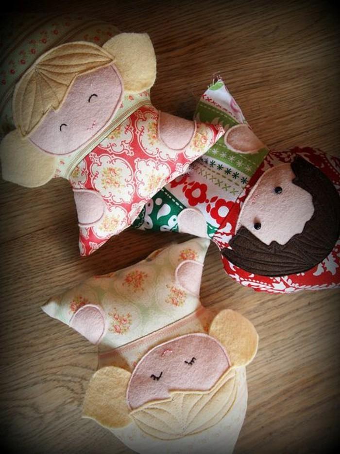 poupée-coussin-multicolore-tissu-rempli-de-coton-tuto-doudou-plat-doudou-fait-main-simple-multicolore-motifs-fleurs