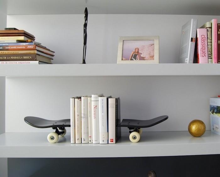presse livre meuble design skateboard étagère planches à roulettes