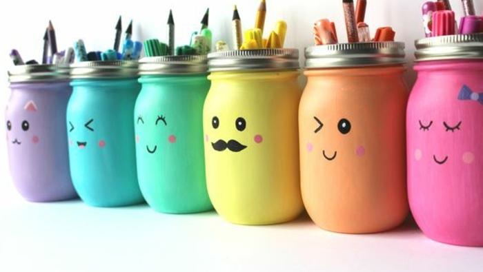 que-faire-avec-des-pots-en-verre-pot-a-crayon-en-verre-repeint-et-customisée-idée-organisateur-de-bureau-pour-enfants