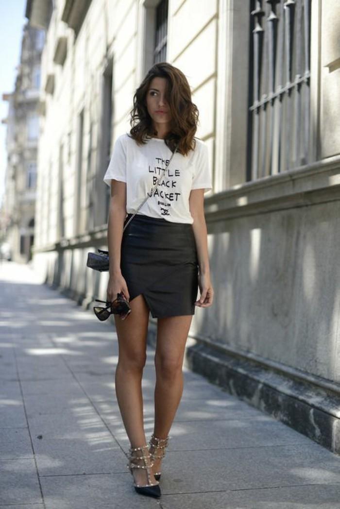 version en cuir de la jupe portefeuille pour donner une élégance à la silhouette femme en H