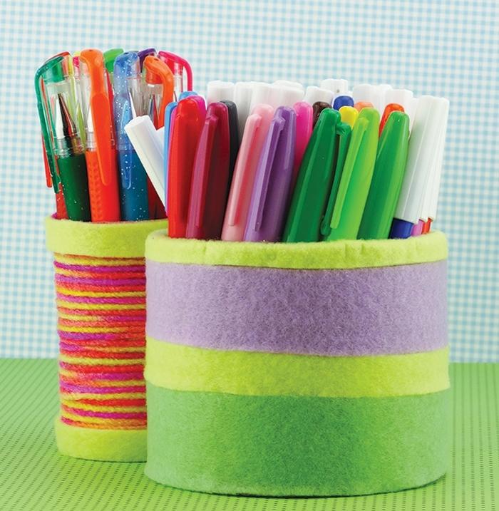 rangement-pour-stylos-en-feutrine-de-couleurs-diverses-idée-comment-faire-un-pot-a-crayon-soi-meme-matériel-de-base