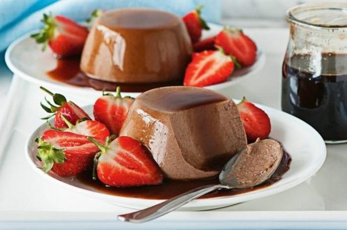recette-de-panna-cotta-au-chocolat-et-fraises-fraîches