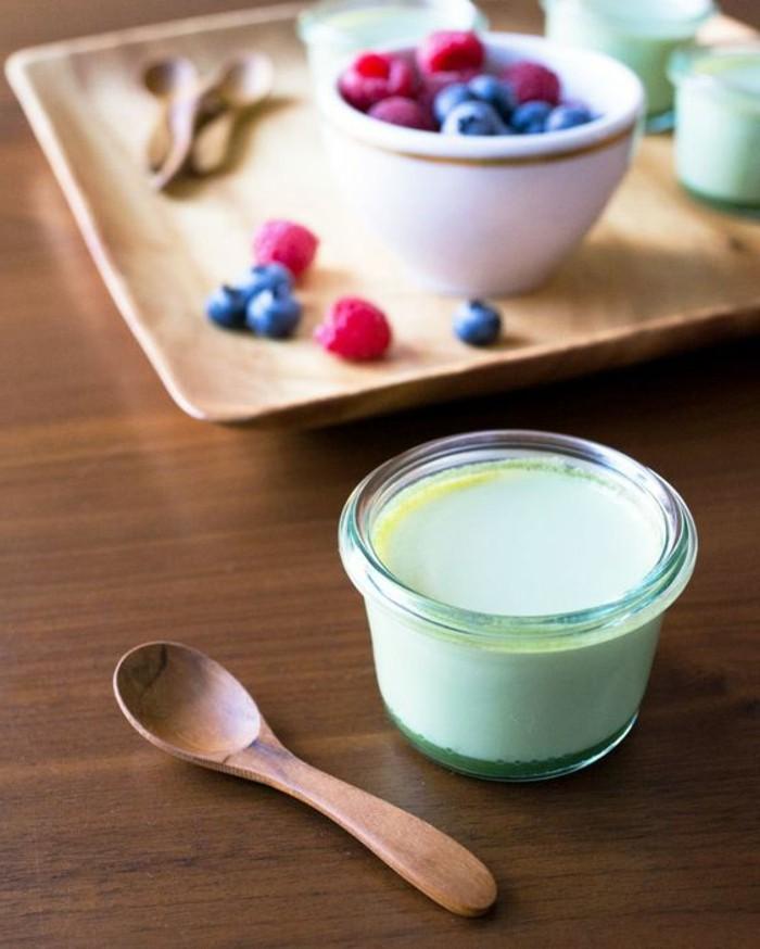 recette-panna-cotta-facile-garniture-de-fruits-et-crème-dessert