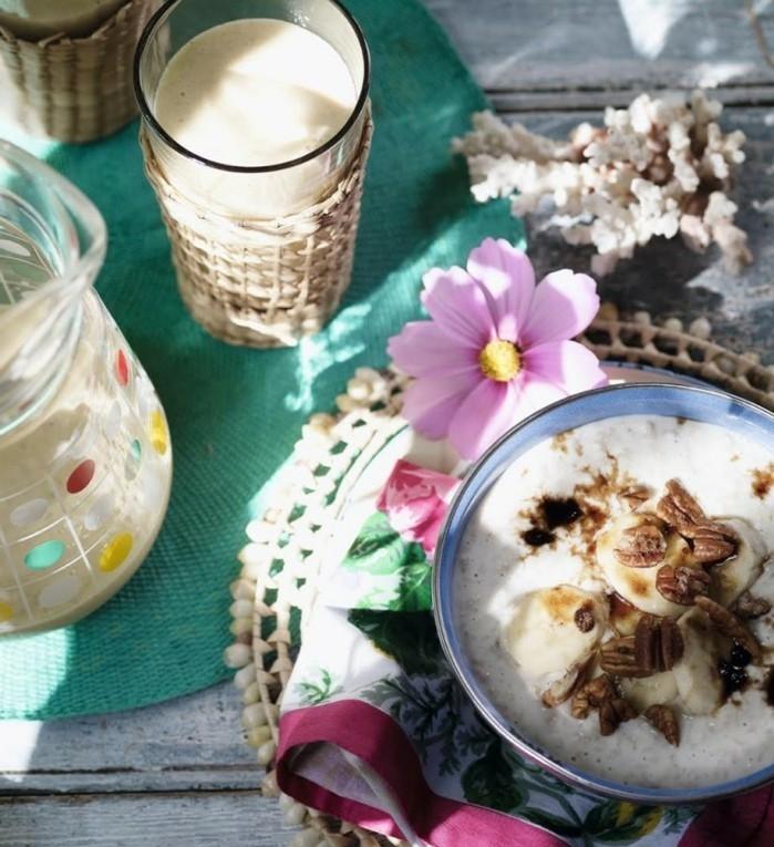 recette poridge avec des bananes, noix de pécan, cannelle, lait de coco, recette flacon d'avoine petit déjeuner facile à préparer