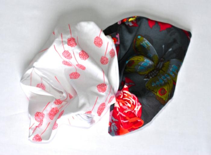 retourner-la-pochette-idée-tuto-pochette-à-faire-soi-meme-motifs-papillonet-fleurs-idée-accessoire-femme