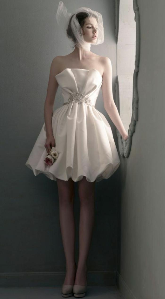 robe-de-mariée-bustier-paillette-robe-de-mariée-avec-bustier-courte