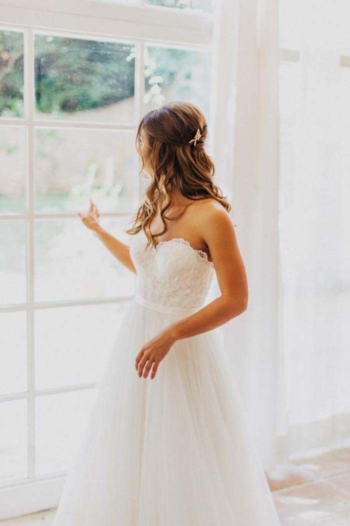 robe-de-mariée-bustier-paillette-robe-de-mariée-avec-bustier-jolie-femme