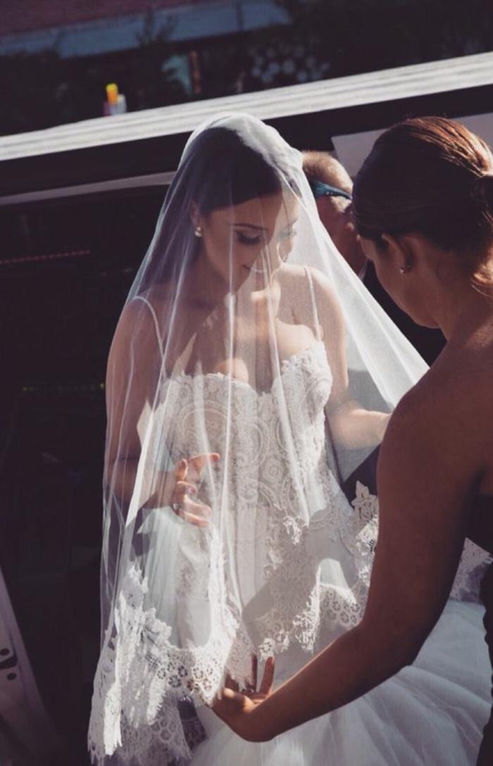 robe-mariée-bustier-coeur-robe-mariée-bustier-plume-voal