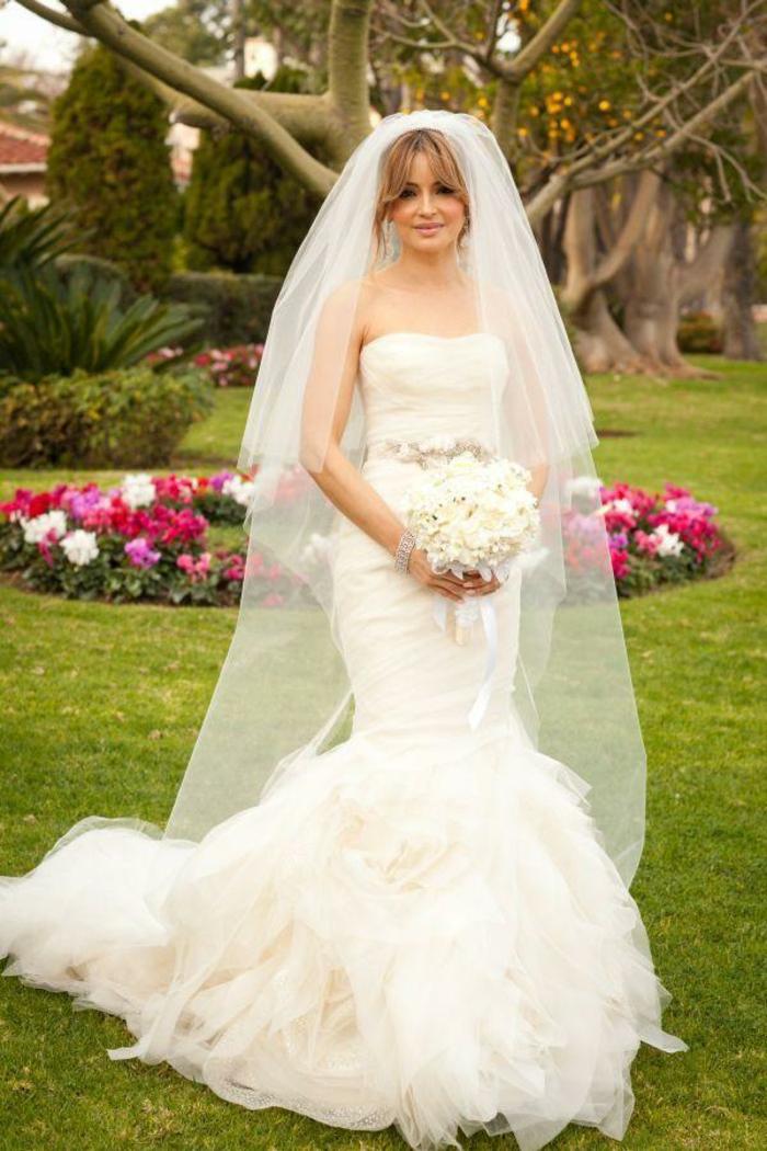 robes-de-mariée-bustier-manche-dentelle-inspiration-bouquet