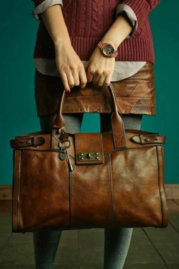sac-à-mains-femme-assorti-à-la-jupe-marron-clair