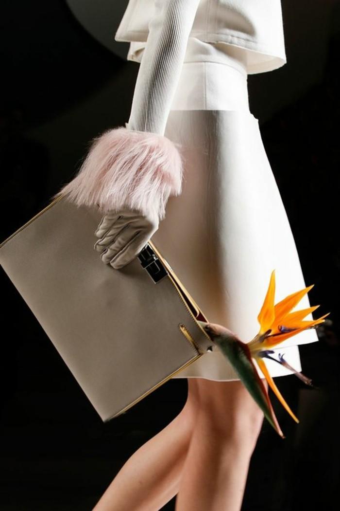 sac-a-main-femme-avec-motif-fleur-exotique-pour-ouvrir-la-fermeture