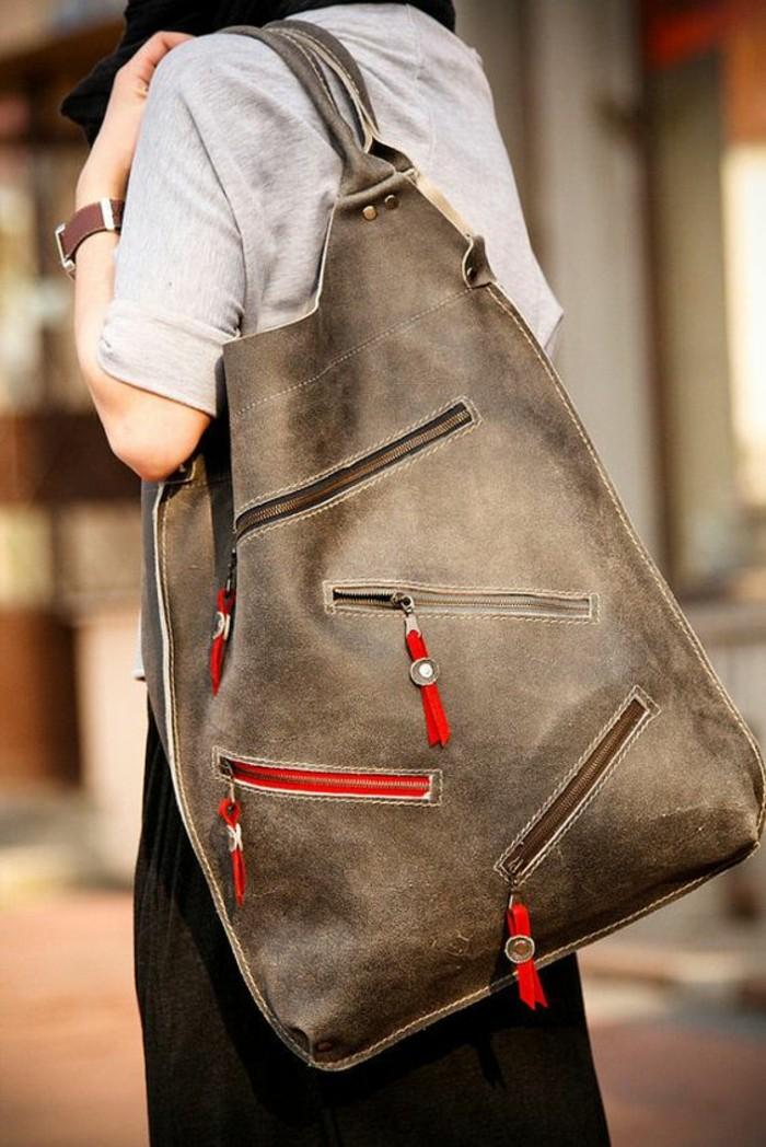 sac-a-mains-grandes-dimensions-en-couleur-taupe