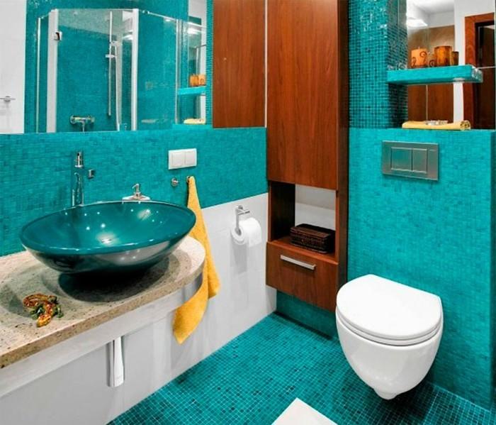 salle-de-bain-bleu-deco-turquoise-meuble-en-bois-étagère-bougies