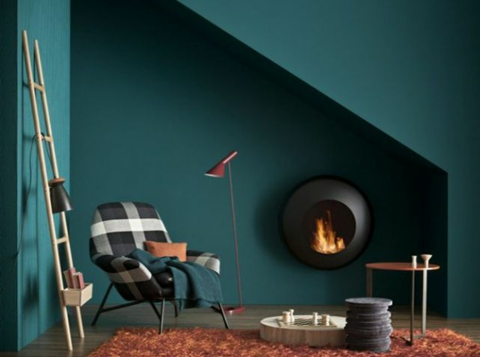 salon-bleu-canard-peinture-bleu-paon-bleu-cheminée