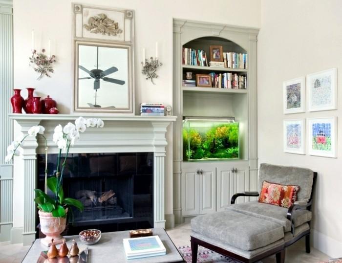 maison feng shui, miroir beige, ventilateur de plafond, murs blancs, aquarium vert